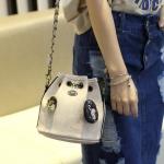 กระเป๋าแฟชั่นสะพายข้างสีขาว สายสะพายโซ่ ทรงถุง น่ารัก วัสดุPU วัยรุ่น แฟชั่นเกาหลี