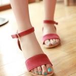 รองเท้าแตะผู้หญิงสีชมพู ทูโทน รัดส้น แบบสวม พื้นแบน สล์โรมัน มีเข็มขัดรัดข้อเท้า แฟชั่นเกาหลี