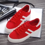 รองเท้าผ้าใบแฟชั่นผู้หญิงสีแดง แถบสีดำ แบบเชือกผูก ทรงคลาสสิค ฮิตตลอดกาล