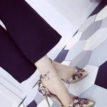 รองเท้าส้นสูงสีทอง ส้นเข็ม แต่งสวนดอกไม้ เข็มขัดรัดข้อเท้าปรับระดับได้ ขาเรียว ดูดี เซ็กซี่ แฟชั่นเกาหลี