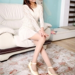 รองเท้าแฟชั่นส้นแบนสีเบจ หุ้มส้น หัวแหลม หนังPU ทรงเจ้าหญิง แฟชั่นเกาหลี