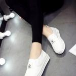 รองเท้าผ้าใบผู้หญิงสีขาว พื้นหนา แบบสวม โลโกFASHION ทรงVAN แฟชั่นเกาหลี