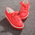 รองเท้าหุ้มส้นผู้หญิงสีแดง หนังแก้ว พื้นหนา เชือกผูก