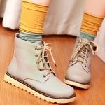 รองเท้าบู๊ทผู้หญิงสีครีม หัวหลม แบบเชือกผูก ทรงมาร์ติน แฟชั่นเกาหลี