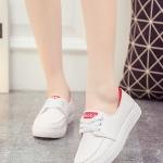 รองเท้าผ้าใบผู้หญิงสีขาว แถบแดง แบบสวม โชว์แนวตะเข็บ แนวย้อนยุค วินเทจ แฟชั่นเกาหลี