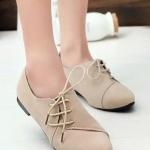 รองเท้าคัทชูส้นเตี้ยสีครีม หนังนิ่ม หัวแหลม แบบเชือกร้อยด้านข้าง เก๋ไก๋ ทรงทันสมัย แฟชั่นเกาหลี