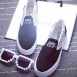 รองเท้าผ้าใบแฟชั่นผู้หญิงสีดำ ส้นแบน พื้นสีขาว แบบสวม ตกแต่งลายน่ารัก ใส่ลำลอง ทรงทันสมัย แฟชั่นเกาหลี