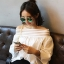 เสื้อแฟชั่นคอกว้าง โชว์ไหล่ น่ารักสไตล์เกาหลี -1484-สีขาว thumbnail 1