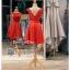 รหัส ชุดราตรี : PF104 ชุดราตรีสั้น เดรสออกงาน ชุดไปงานแต่งงาน ชุดแซก สีแดงสด สวยด้วยลูกไม้ด้านบนและเรียบหรูด้วยผ้าซาติน thumbnail 3