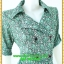 2952ชุดทํางานคนอ้วน เสื้อผ้าคนอ้วนลายกราฟฟิคใบไม้ปกฮาวายสไตล์คล่องตัว กระฉับกระเฉง กระดุมหน้าสวมใส่ง่ายเข้ารูปช่วงเอวพับปลายแขนสไตล์สาวมั่น thumbnail 2