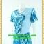 1485ชุดทํางาน เสื้อผ้าคนอ้วนลายกราฟฟิคฟ้าตัดต่อสลับพื้นปกหยักสะดุดตา วางลายดอกสลับพื้นเพิ่มความโดดเด่นสวมใสออกงานสไตล์หวานคลาสสิค thumbnail 3