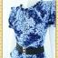1941ชุดแซกทำงาน เสื้อผ้าคนอ้วน ผ้าวาเลนติโน่พิมพ์ลายกราฟฟิคสีสันสดใสโดดเด่นด้วยระบายคอ แขนและเอวทรงสุภาพเรียบร้อยชุดคู่กระโปรงน้ำเงิน thumbnail 3