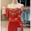 รหัส ชุดราตรี : BB003 ชุดแซกเกาะอกเข้ารูป ชุดราตรียาวตกแต่งดอกไม้ช่วงอกสวยหรู สีแดง ผ้าซาตินสวย งานดี thumbnail 3