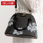 พร้อมส่ง กระเป๋าถือและสะพายข้างแฟชั่นเกาหลี Axixi-11877 แท้ สีดำ ดอกฟ้า