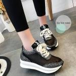 รองเท้าผ้าใบมัฟฟินเข้านำ สไตล์เกาหลี ส้นสูง3cm วัสดุรองเท้าทำจากผ้าตาข่ายละเอียดอ่อน นิ่มไม่บาดเท้าระบายอากาศได้ดี ผสมกับผ้ากลิตเตอร์ วิ้งๆ ดูเป็นแฟชั่นที่สวยเก๋มาก นำ้หนักเบา สวมใส่สบาย สาวๆห้ามพลาดคู่นี้เลยที่เดียว