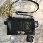 กระเป๋าสะพายข้างสีดำ จากแบรนด์KEEP รุ่นKEEP-shoulder สวยหรู เท่ห์สุดๆ