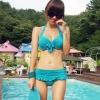 ชุดว่ายน้ำทูพีชสีฟ้า บราแต่งโบว์ที่อก สายคล้องคอ กางเกงกระโปรงแต่งปลายระบายน่ารักๆ