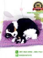 ตุ๊กตาหมาเหมือนจริงนอนหลับบนเบาะกับลูก สีดำ 25x30 CM