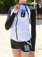 ชุดว่ายน้ำแขนยาวสีขาวดำซิปหน้า กางเกงขาสั้น สกรีน Deep 9