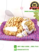 ตุ๊กตาแมวเหมือนจริงนอนหลับบนเบาะกับลูก สีเหลือง 25x30 CM