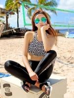 ชุดว่ายน้ำขายาว สปอร์ตบรา ลายสีขาวดำ เซ็ต 3 ชิ้น (บรา+บิกินี่+กางเกงขายาว)
