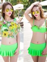 ชุดว่ายน้ำ สีเขียวสะท้อนแสง เซ็ต 3 ชิ้น เสื้อคลุมผ้าซีทรูลายดอกไม้สวย (บรา+กางเกงแต่งระบาย+เสื้อคลุม)