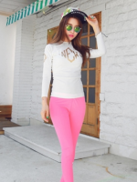 ชุดว่ายน้ำแขนยาว+ขายาว เสื้อสีขาวสกรีนลายสีทอง กางเกงสีชมพูสวยๆ