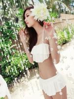 ชุดว่ายน้ำบิกินี่ทูพีชสายคล้องคอ สีขาวสวย บรา+กางเกงแต่งระบายน่ารัก