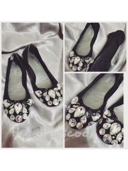 รองเท้าหัวเพชรสีดำ