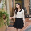 **พร้อมส่ง* เสื้อผ้าแฟชั่นเกาหลี ผ้าลูกไม้ยืดกระดุมหน้าแต่งปกคอบัวสีดำเสื้อสีขาวนวลรูปเหมือนสีเบจแต่ของจริงสีขาว