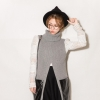 ++สินค้าพร้อมส่งค่ะ++ เสื้อคอเต่า แขนกุด ผ้า Knitted แต่งกระเป๋าใบใหญ่สองข้างด้วยผ้านหนัง ปลายหน้าแฉก มี 2 สีค่ะ – สีเทา