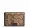 กระเป๋าสตางค์ และที่ใส่ ID CARD COACH F74742 SKHBR Men's Heritage Slim Passcase ID Wallet สีน้ำตาล