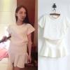 ++สินค้าพร้อมส่งค่ะ++ชุดเซ็ทเกาหลี เสื้อคอกลม แขนสั้น ผ้า brocade แบบยืดหยุ่นสวย เนื้อหนา พิมพ์นูนด้านหน้าเก๋+กระโปรงต่อขอบ – สีขาว