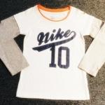 GSH-443 (3Y) เสื้อ Nike สีขาวตัดต่อแขนสีเทา พิมพ์แบรนด์ Nike-10 สีกรมท่า กุ๊นคอและปักโลโก้ที่แขนสีส้ม