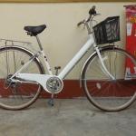 จักรยานแม่บ้านญี่ปุ่นสีขาว มีเกียร์ ตะกร้า