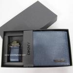 อยู่ไทย: กระเป๋าสตางค์ พร้อมพวงกุญแจ DKNY BOXSET006 NAV402 สีน้ำเงิน