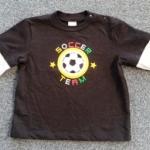 BSH-203 (24M) เสื้อเด็กชาย สีดำตัดต่อสีเทา ติดแถบดำ ลาย Soccer Team หลากสี