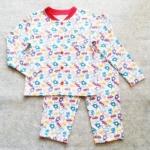 SLW-001 (3Y) ชุดนอนผ้ายืด ลาย Little Boys Toys สีเขียว-แดง-ฟ้า ริบคอและกระดุมสีแดง