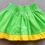 GSK-057 (3-6M) กระโปรงผ้าทอเอวสูง สีเขียวสด ระบายผ้าสีเหลืองจุดขาว พร้อมผ้าซับใน