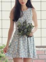 ชุดเดรสสี Light Blue คอกลม แขนกุด ผ้ายีนส์พิมพ์ลายดอกไม้เนื้อดี