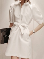 ชุดเดรสคอปก สีขาว แขนสามส่วน ผ้าเนื้อดีหนามาก สไตล์ coat แต่งด้วยผ้าผูกเอว