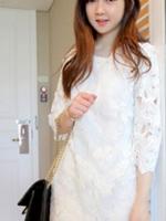 ชุดเดรสคอกลม สีขาว แขนยาว ลายดอกใหญ่มีซับในอย่างดี เจ้าหญิงสวยหวาน