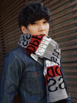 ผ้าพันคอแนวเกาหลี เป็นผ้าขนสัตว์ พิมพ์ตัวอักษร <มี2สี>