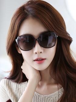 แว่นตากันแดดโพลาไรซ์ แนวเกาหลี ประดับเพชรหรูหรา มี3สี