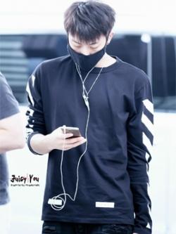 เสื้อยืดแขนยาวเกาหลี PYREX off white แนวEXO ดีไซส์แถบสี มี2สี