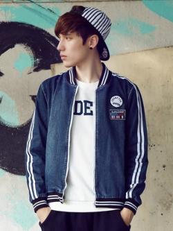 เสื้อแจ็กเก็ตยีนส์แขนยาวเกาหลี สีน้ำเงินเข้ม แต่งแถบแขนเสื้อ ดีไซส์โลโก้
