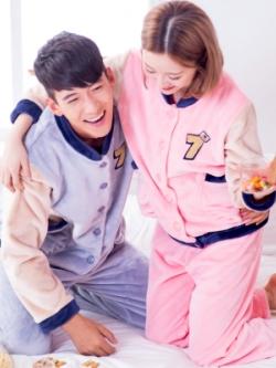 ชุดนอนคู่รักเกาหลี เสื้อแจ็คเก็ตแขนยาว+กางเกงขายาว ผ้ากำมะหยี่หนานุ่ม อุ่นสบาย