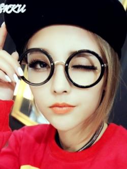 แว่นตาแนวเกาหลี สีดำเงา แต่งขอบหนา ดีไซส์ทรงกลม