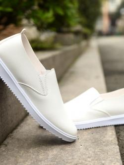 รองเท้าหนังแฟชั่นเกาหลี แบบสวม แต่งขอบขาว มี3สี