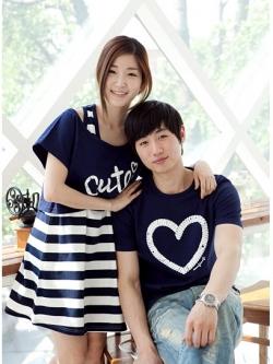 ชุดคู่รักแฟชั่น เป็นชุดเดรสด้านในลายขวางสวมด้านนอกทับสกรีนลายน่ารัก+เสื้อ T-Shirt ผู้ชาย